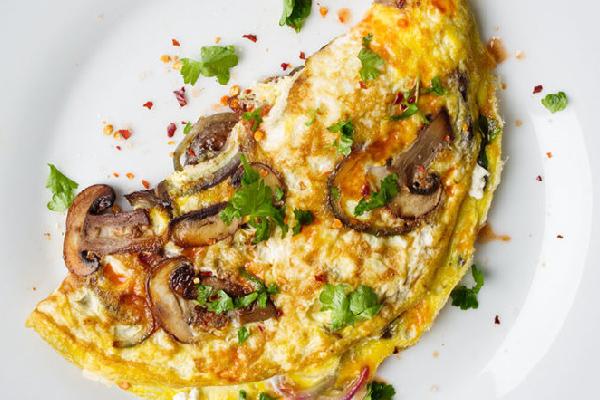 omelette de hongos y espárragos