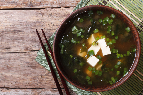 Sopa de tofu con salsa de soya