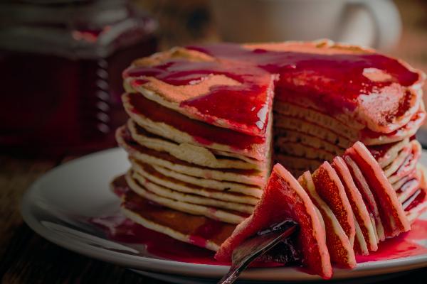 Pancake en salsa de fresa